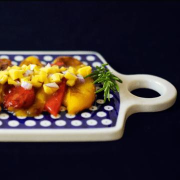 Rezept Geröstetes Paprika-Carpaccio mit Mango-Rosmarin-Salsa