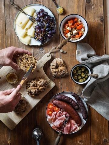 Rezept gesunde Olivenbrötchen – Wie dir perfekte Brötchen mit Hefeteig gelingen