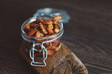 Rezept Gesunder Snack - Nüsse mit Orange und Honig