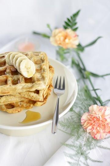 Rezept Gesundes Frühstück: Vegane Haferwaffeln mit Bananen