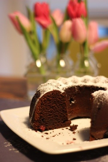 Rezept Gin-Schokoladen-Gugelhupf mit Brombeeren