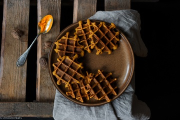Rezept Glutenfreie Kürbiswaffeln mit Haferflocken und selbstgemachter Schokosauce