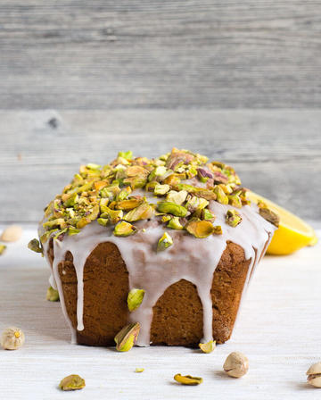 Rezept glutenfreier Avocado-Kuchen mit Pistazien-Topping