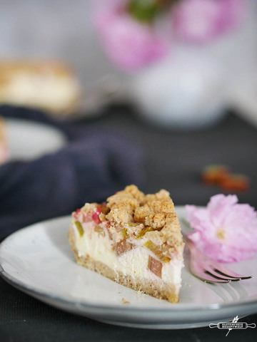 Rezept  Glutenfreier Rhabarber – Quark – Kuchen mit Mandelstreuseln