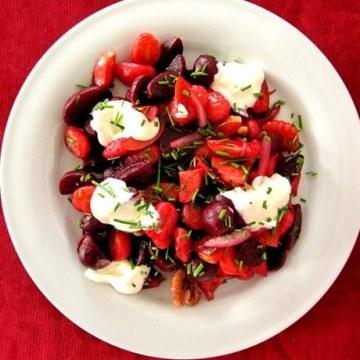 Rezept Gnocchi-Pfanne mit Apfel, roter Beete und Meerrettich-Dip