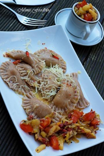 Rezept Gorgonzola-Ravioli mit Kiwi-Pfirsich-Chutney