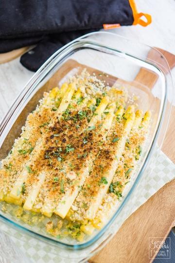 Rezept Gratinierter Spargel mit Parmesan-Haselnuss-Kruste