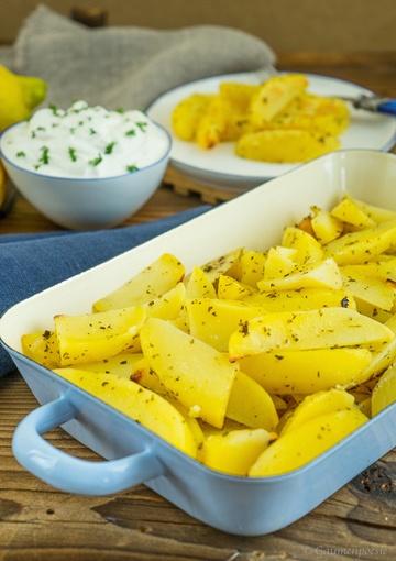 Rezept Griechische Ofenkartoffeln mit Zitrone – Patates lemonates sto fourno