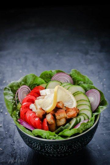Rezept Griechische Salat Bowl mit knusprigen Feta Bites