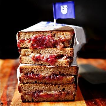 Rezept Grilled Cheese Sandwich mit Trauben Zwiebel Chutney