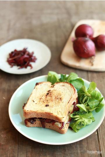 Rezept Grilled Cheese Sandwich mit Zwiebelconfit