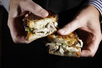 Rezept grilliertes Suppenhuhn Sandwich