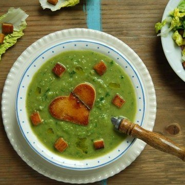 Rezept Grüne Erbsensuppe mit Salatherz und Räuchertofu