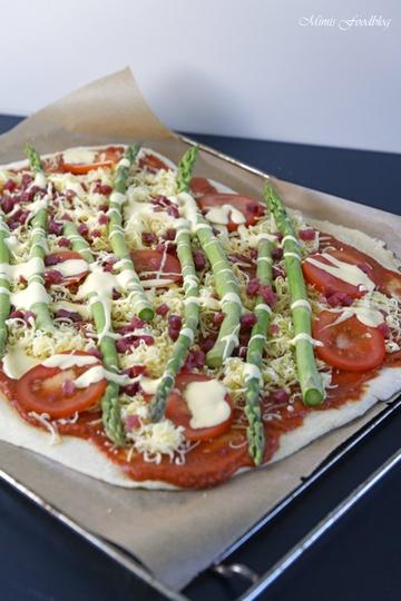 Rezept Grüne Spargelpizza mit Dinkelboden ~ Start in die Spargelsaison