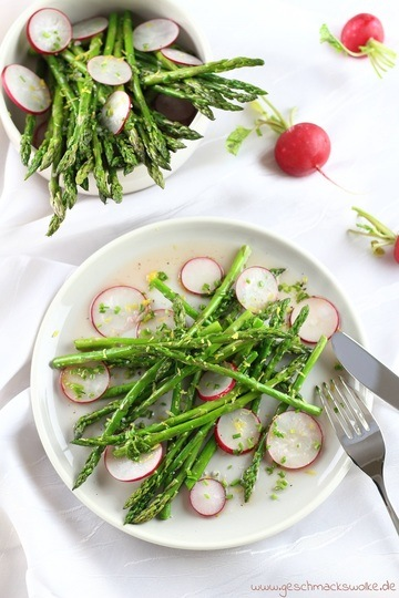 Rezept Grüner Spargelsalat mit Radieschen und Zitronen-Honig-Vinaigrette