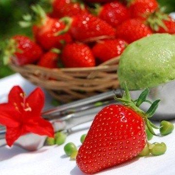 Rezept Grünes Erbseneis mit Kokosmilch und Pistazien