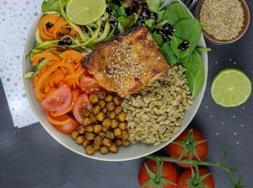 Rezept Grünkern-Bowl mit Kichererbsen & Honig-Senf Lachs