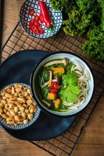 Rezept Grünkohlcurry mit Buchenpilzen, Karotten und Erdnüssen