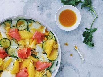 Rezept Gurken-Kohlrabi-Mango-Salat mit Räucherlachs
