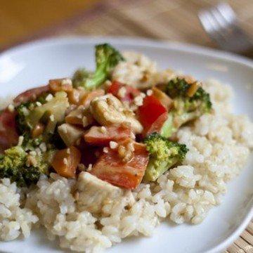Rezept Hähnchen- und Gemüsepfanne mit Erdnusssauce