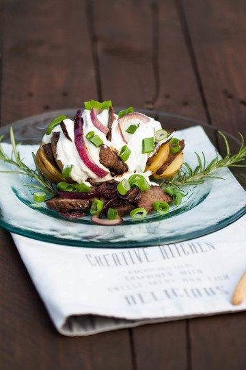 Rezept Hasselback-Kartoffel mit Rindersteak und Kräuterquark