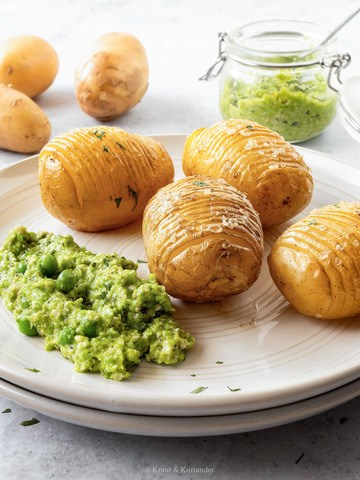 Rezept Hasselback-Kartoffeln mit veganem Erbsenpesto