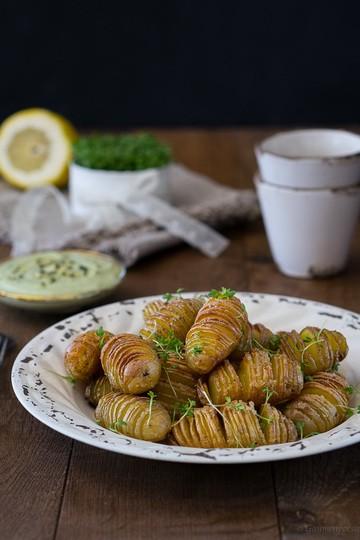 Rezept Hasselback Potatoes mit eifreier Kürbiskernöl-Mayonnaise