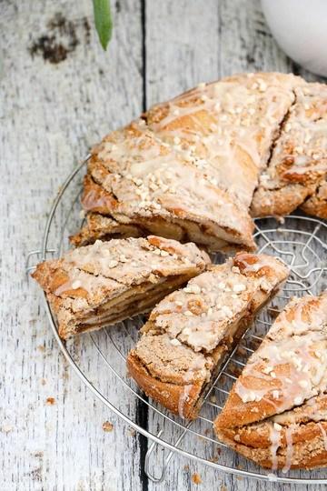 Rezept Hefekranz mit Nuss-Eierlikör-Füllung zu Ostern