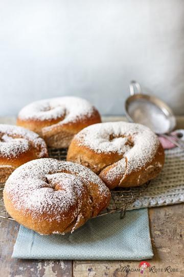 Rezept Hefeschnecken nach Art der Ensaïmada de Mallorca mit Vanille-Honig-Creme-Füllung