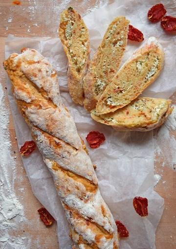 Rezept Herzhaftes Baguette mit Kräuterquarkfüllung