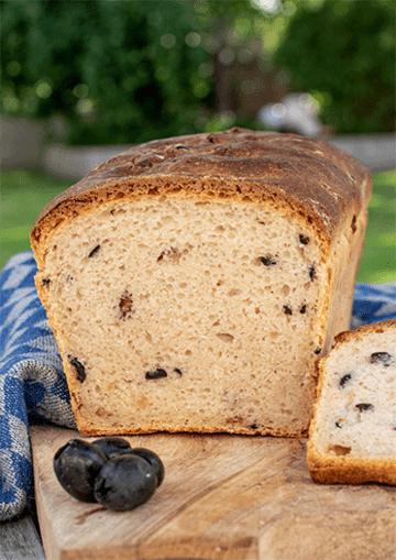 Rezept Herzhaftes Käse-Speck-Oliven-Brot