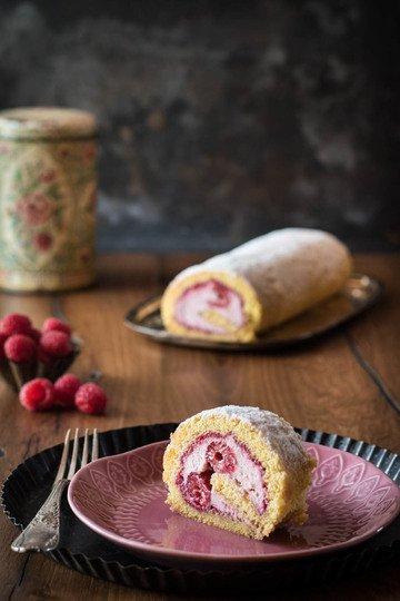 Rezept Himbeer-Biskuitrolle mit cremiger Mascarponefüllung
