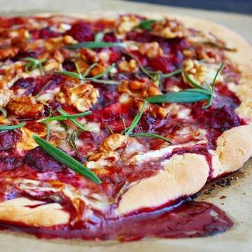 Rezept Himbeer Brie Pizza mit kandierten Walnüssen