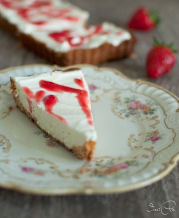 Rezept Holunderblütenquark Tarte mit Erdbeer-Basilikum-Sauce