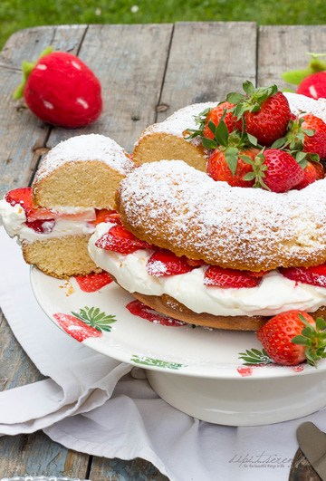 Rezept Hot Milk Mascarpone Strawberry Cake