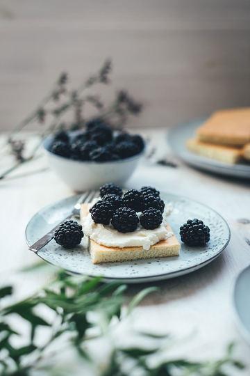 Rezept Hot Milk Sponge Cake mit Mascarpone-Creme und Brombeeren
