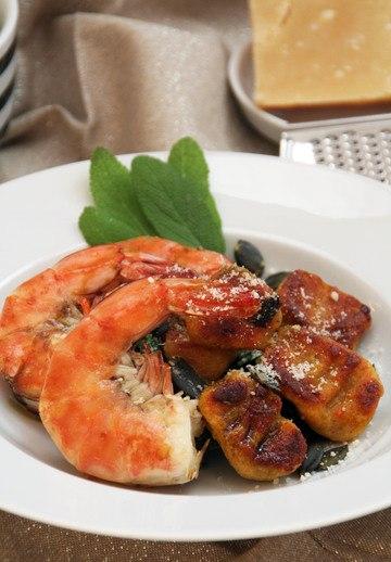 Rezept In Salbeibutter gebratene Kürbis-Kartoffel-Gnocchi