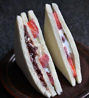 Rezept Japanisches Fruit-Sandwich mit Erdbeer, Anko und Sahne