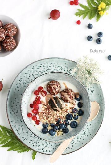 Rezept Joghurt Bowl mit Energiebällchen