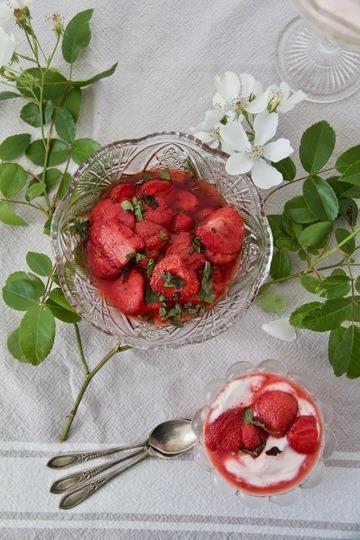 Rezept Joghurt-Creme mit gebackenen Erdbeeren