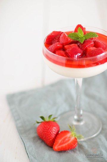 Rezept Joghurt Panna Cotta mit Erdbeeren