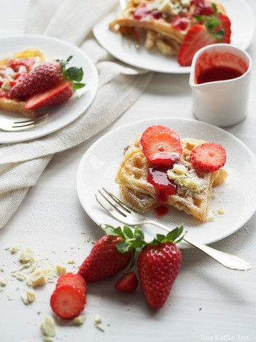Rezept Joghurtwaffeln mit weißer Schokolade und Erdbeeren