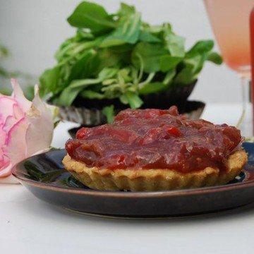 Rezept Karamellisierte Balsamico-Rhabarber-Tomaten Törtchen