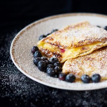 Rezept Karamellisierte Pfannkuchen mit Heidelbeer-Quark-Füllung