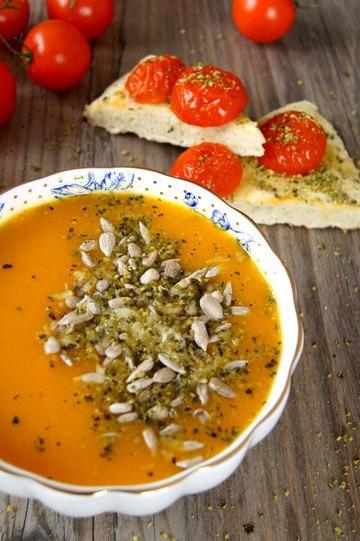 Rezept Karotten Süßkartoffel Kürbissuppe mit Tomaten Focaccia