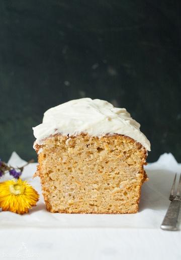 Rezept Karottenkuchen mit Apfel, Mandeln & Frischkäse-Frosting {Carrot Cake with Apple, Almonds & Cream Cheese Frosting}