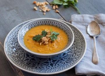 Rezept Karottensuppe mit Kokosmilch , Koriander und Erdnüssen