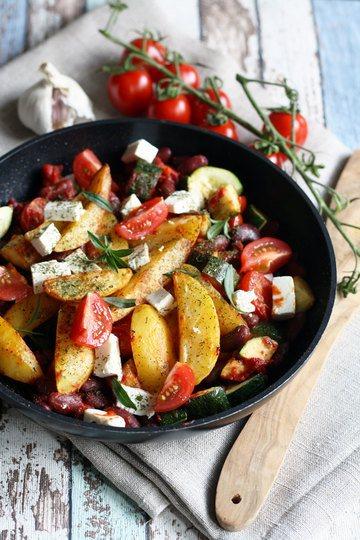 Rezept Kartoffel Wedges Pfanne mit Gemüse, Kidneybohnen und Feta