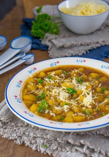 Rezept Kartoffel-Zwiebel-Suppe mit Bergkäse