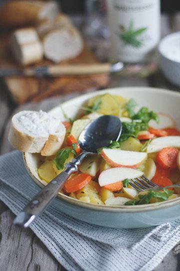 Rezept Kartoffelsalat mit Apfel, Granatapfel, Karotten, Pastinaken und Rucola.